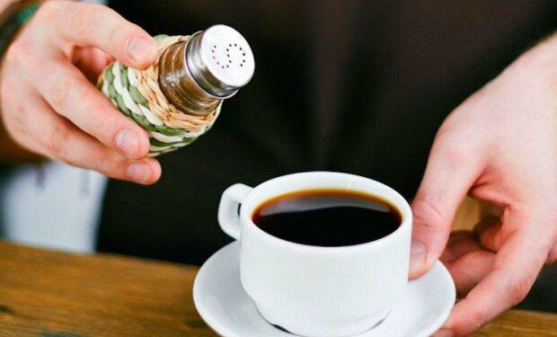 """""""Ještě jsem nikdy neviděla, aby si někdo solil kávu"""": pravdu o zvláštním zvyku manžela žena zjistila po jeho odchodu"""