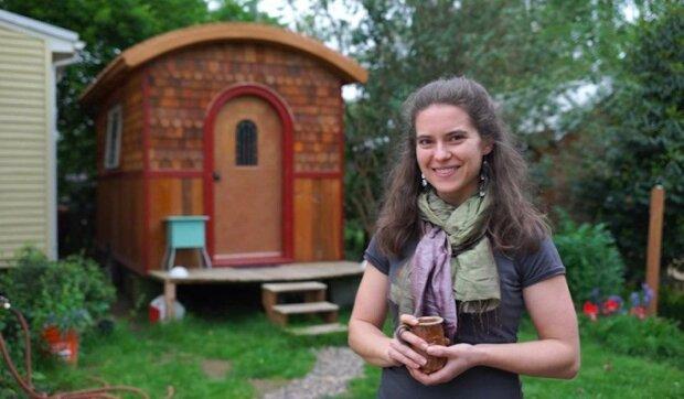 Žena sama vymyslela a postavila minidům o rozloze pouhých 9,3 m²