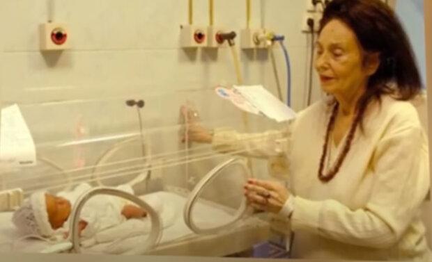 Před 16 lety se 66letá žena stala maminkou poprvé: jak se vyvíjel život nejstarší maminky na světě a její dcery