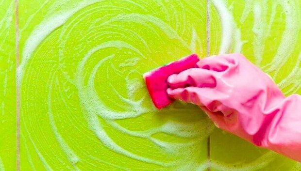 Ověřené způsoby, jak se zbavit šmouh od mýdla v koupelně