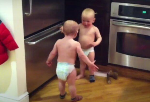 Dvojčata. Foto: snímek obrazovky YouTube