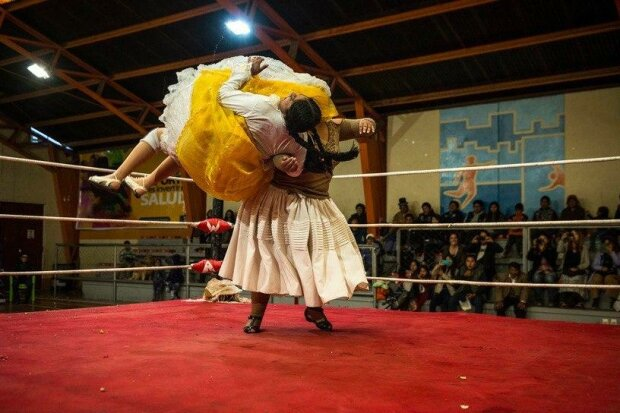 Cholitas wrestling: jak se baví bolivijské hospodyňky