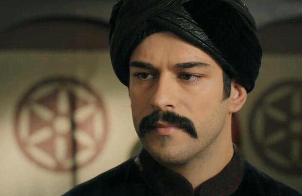 Nejkrásnější turecký herec se pochlubil svou matkou: Jak vypadá a kde pracuje