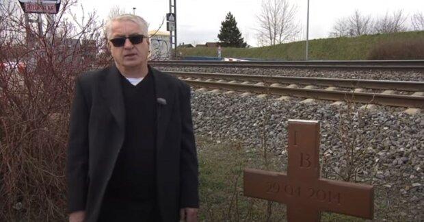 Pomník je zpátky na svém místě : vdovec po Ivetě Bartošové obnovil kříž