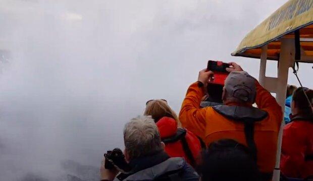 Žena natočila na kameru exkurzi po moři, ale mořský gigant se rozhodl ukázat v plné výšce