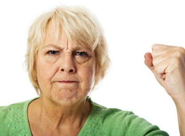 Tchyně  vyhnala svou snachu a vnučku z domu. Setkaly se o šest měsíců později