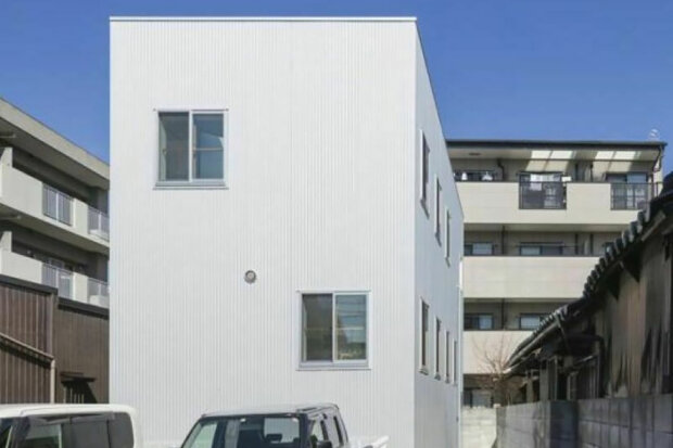 Japonci vytvořili dům, ve kterém nejsou žádné zdi: Rodina žije v domě, zvenku vypadá jako obyčejný dům, ale uvnitř se skrývá 13 pater