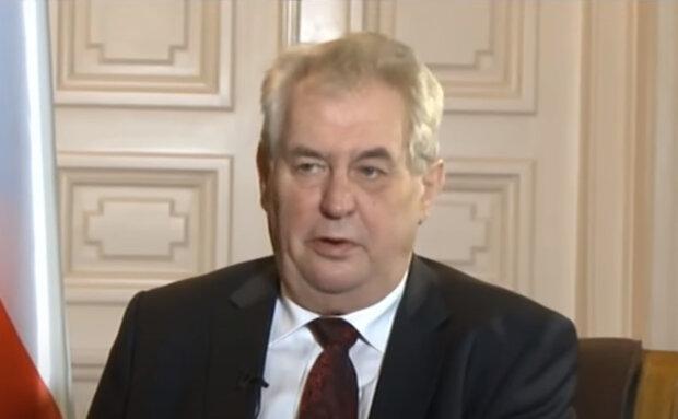 Do Lán přivolali sanitku: prezident Miloš Zeman je opět hospitalizován. Podrobnosti