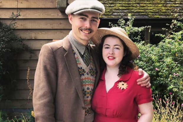 Novomanželé žijí jako ve třicátých letech minulého století: Vintage oblečení, dům, nářadí a auto